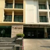 拉查達雅庭13公寓式酒店