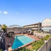 黃金海岸布朗布羅德海灘酒店